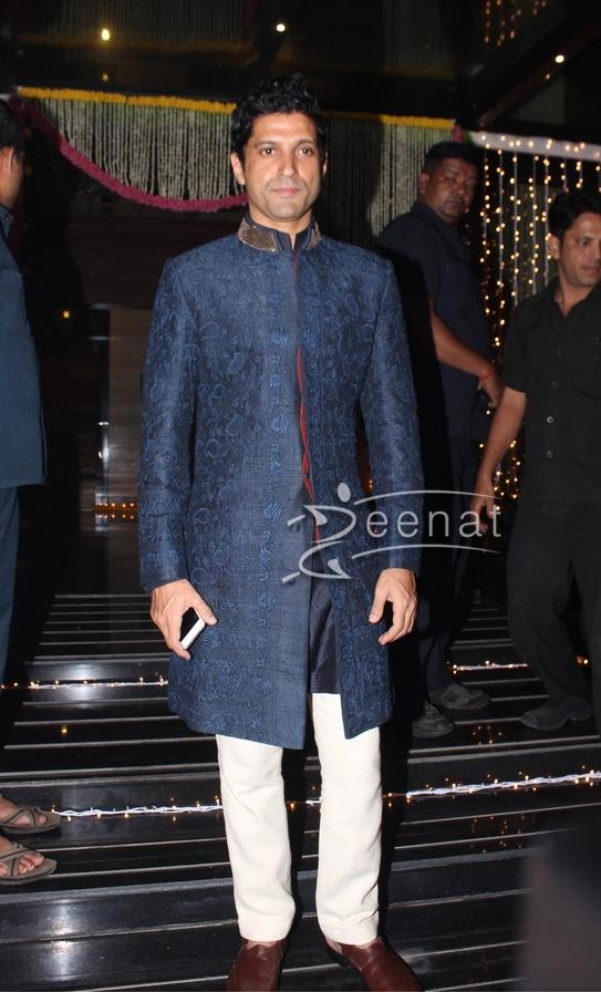 Farhan Akhtar in Sherwani for Diwali 2016