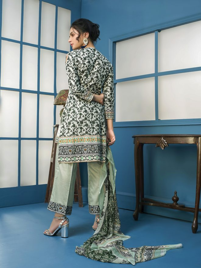 Arisha Chowdary Summer Lawn Collection 2018 (25)