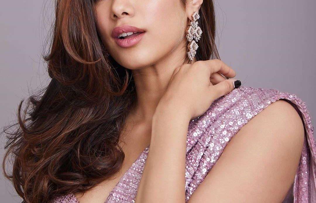 Janvi Kapoor Sexy Sarees